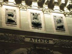 La entrada del Ateneo de Madrid.