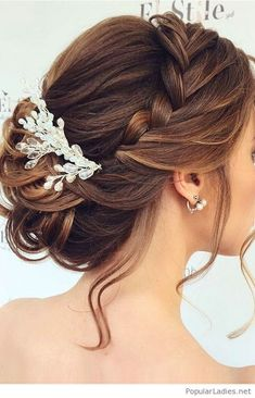 beautiful-bride-accessories-love-the-updo #weddinghairaccessories