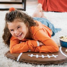 Hosting a super bowl party? Reserve the best seat in the house with this homemade pad. The kids may actually sit through the game if they had one of these fun… Fun Crafts, Crafts For Kids, Paper Crafts, Football Pads, Football Crafts, Sport Craft, Craft Fairs, Halloween, Disney Family