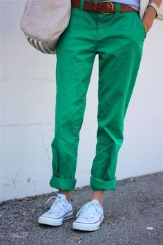 green pants + converse (Broken-in straight khakis from GAP . Love the green pants and still need these cons in white! Casual Wear, Casual Outfits, Cute Outfits, Fashion Outfits, Spring Summer Fashion, Autumn Winter Fashion, Moda Chic, Green Pants, Get Dressed