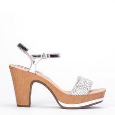 Sandalias altas Weekend by Pedro Miralles en charol y ante color plata con aplicaciones en plata #shoes #ss16 #inspiration  #shoeporn #sandals #zapatos #moda #calzado #metal #silver