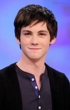 Logan Wade Lerman (born January is an American actor, known for playing the title role in the 2010 fantasy-adventure Percy Jackso. Logan Lerman, Youtubers, The Artist Movie, Crop Pictures, Gallagher Girls, Jonathan Rhys Meyers, Wattpad, Ben Barnes, Colin Farrell
