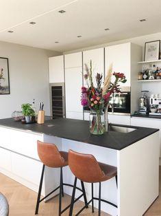 Home - Bebo Vloeren Kitchen Cabinet Layout, Rustic Kitchen Cabinets, Modern Kitchen Island, Rustic Kitchen Design, Rustic Kitchen Decor, Kitchen Interior, White Kitchen Inspiration, Painting Kitchen Countertops, Kitchen On A Budget