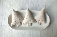 Ehi, ho trovato questa fantastica inserzione di Etsy su https://www.etsy.com/it/listing/199108633/one-sweet-linen-tree-ornament-christmas