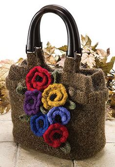 Anemone Felted Bag, part of Crochet World's FREE Pattern of the Month. Get the download here: http://www.crochet-world.com/monthly_project.php?series_id=4&source=fcebkcw