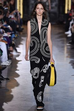Stella McCartney Spring 2016 Ready-to-Wear Collection Photos - Vogue#1#9