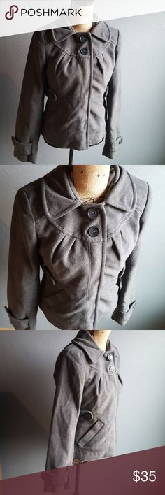 Tulle Short Gray Pea Coat Very soft Poly/Viscose blend Lined Button closure at top Snap closer In great condition Tulle Jackets & Coats Pea Coats