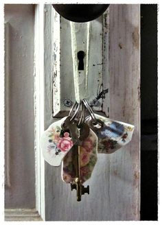 keychains made from vintage china plates. by bee vintage redux. (www.beevintageredux.etsy.com)