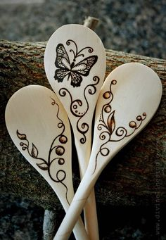 Butterfly spoons,Butterfly spoons What is wood burning ? The tree burned by covering method by transferring a picture on wood is called wooden decoration. In wood burn. Wood Burning Crafts, Wood Burning Patterns, Wood Burning Art, Spoon Art, Wood Spoon, Wooden Spoon Crafts, Pyrography Patterns, Wood Creations, Dremel