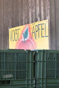 BIO BLOG Bio-Apfelernte in Remigen  Das Jahr 2018 beschert uns Rekordmengen an Bio-Äpfeln. Wir haben unseren Produzenten Christan Vogt in Remigen während der Ernte besucht. Blog