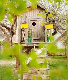 little more advanced play house. We would be the popular house for all the sleep overs & play dates :) Outdoor Fun, Outdoor Spaces, Outdoor Living, Outdoor Decor, Cubby Houses, Play Houses, Beautiful Tree Houses, Building A Treehouse, Tree House Designs