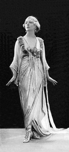 1910's Fashion, Cecile Sorel in Lucile. Le prince d'Aurec. Lady Duff Gordon, Lucile Ltd. Photo by Reutlinger