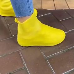 Dressing Over 50, Cold Weather Outfits, Feet Care, Rain Wear, Hot Shoes, Cool Gadgets, Diy For Kids, Sneakers Fashion, Rubber Rain Boots