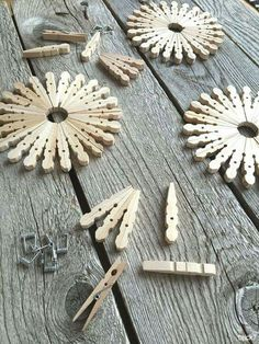 DIY gnome gifts - nostalgic: snowflakes from clothespins . - DIY gnome gifts – nostalgic: snowflakes from clothes pegs - Kids Crafts, Craft Stick Crafts, Crafts To Make, Home Crafts, Craft Projects, Craft Ideas, Clothespin Crafts, Decorating Ideas, Summer Crafts