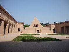 L'uscita del labirinto di Fontanellato passa attraverso una...piramide! http://lefotodiluisella.blogspot.it/2015/07/il-labirinto-della-masone.html