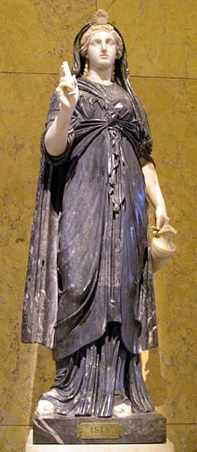 Estatua romana de Isis del siglo II, portando los restos de un sistro y una sítula, recipiente con el agua mágica del Nilo.