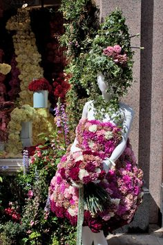Photos of Chelsea in Bloom 2014, including this floral lady created by Moyses Stevens.