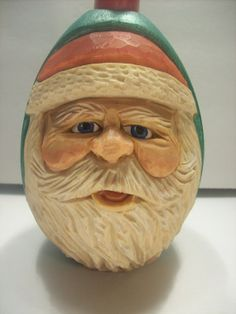 Wood Carving Art, Wood Carvings, Carved Eggs, Hand Carved, Wood Carving For Beginners, Green Santa, Wood Crafts, Bass, Festive