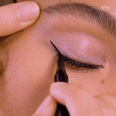 Flirty flicks in under 2 minutes? We created these easy wings with BETTY BOOP X IPSY Drawn to You Eyeliner. Source by ipsy Eyeliner Eyeliner Make-up, How To Do Winged Eyeliner, Eyeliner For Hooded Eyes, Eyeliner Hacks, Winged Eyeliner Tutorial, Tips For Eyeliner, Simple Eyeliner Tutorial, Everyday Eyeliner, Makeup Trends