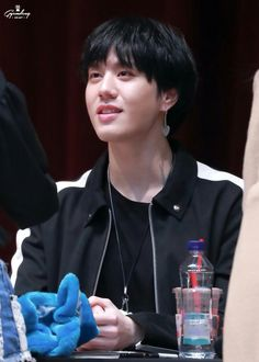 180407 Yugyeom at Myeongdeong fansign cr: Chocokyumdom