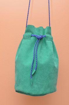 Bolsa Mini Bucket de Camurça Verde