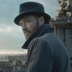 This Extended 'Fantastic Beasts: The Crimes of Grindelwald' Comic-Con Trailer Is Pure Magic Gellert Grindelwald, Crimes Of Grindelwald, Fantastic Beasts Movie, Fantastic Beasts And Where, Harry Potter, Drago Malfoy, Jude Law, Albus Dumbledore, Remus Lupin