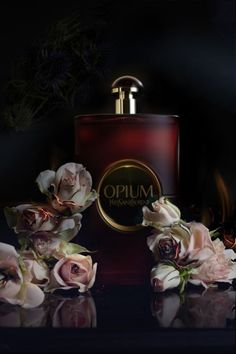 Opium Yves Saint Laurent by Olivier Jeanne-Rose Rich and exotic fragrance. Perfume And Cologne, Best Perfume, Perfume Bottles, Parfum Paris, Raindrops And Roses, Dolce E Gabbana, Beautiful Perfume, Fairy Art, Lip Art