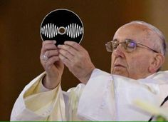 Fallout 4 - The pope approves Alex Turner, Beatles, Monkey Memes, Videogames, The Last Shadow Puppets, Album Cover, Sweat Out, Music Memes, Papa Francisco