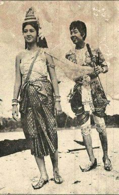 Cambodian People, Cambodian Art, Khmer Tattoo, 1 Century, Khmer Empire, Angkor Wat, Traditional Outfits, Laos, Old Photos