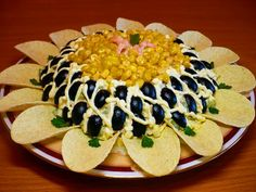 Cool artistic Mexican dip The W's: Food decoration art Food Design, Salad Design, Christmas Salad Recipes, Food Garnishes, Edible Food, How To Eat Better, Food Decoration, Food Presentation, Creative Food