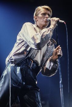 David Bowie - Isolar 2 Tour - 1978.  I saw him at the Richfield Coliseum in '78.  It was, umm, interesting.