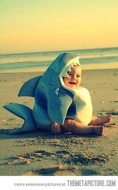 ¡¡Cuidado!! ¡Tiburón en la #playa! #bebes #humor