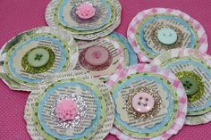 Cute Paper Posies - To use up scrapbook paper - Top Paper Crafts Handmade Flowers, Diy Flowers, Fabric Flowers, Paper Flowers, Button Flowers, Creation Deco, Ideias Diy, Candy Cards, Scrapbook Embellishments