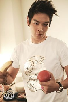 Yeah I found other awesome pictures of T.O.P aka Choi Seung Hyun ^^