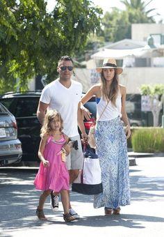 Jessica Alba - Jessica Alba and Family Go Shopping