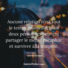 Aucune relation n'est tout le temps ensoleillé, mais deux personnes peuvent partager le même parapluie et survivre à la tempête. #citation #citationdujour #proverbe #quote #frenchquote #pensées #phrases #amour