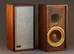 KLH Model 17 was one of the best budget speakers, despite its crude appearance… Diy Speakers, Bookshelf Speakers, Stereo Speakers, Audio Room, Speaker Design, Hifi Audio, Best Budget, Loudspeaker, Audio Equipment