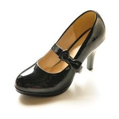 Come to momma, patent leather pumps! And bring me a new ankle so I can deal with the stiletto heels, while you're at it. #blackstilettoheels