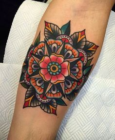 American old school tatoo. Elbow Tattoos, Knee Tattoo, Life Tattoos, Body Art Tattoos, Sleeve Tattoos, Cool Tattoos, Tatoos, Traditional Mandala Tattoo, Neo Traditional Tattoo