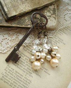 Vintage Shabby Chic Ornaments provided Home Decor Location. Home Decor Stores Knoxville Tn despite Vintage Shabby Chic Tags Antique Keys, Vintage Keys, Vintage Shabby Chic, Vintage Bohemian, Vintage Jewelry, Vintage Pearls, Vintage Earrings, Vintage Clothing, Boho