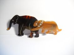 Vintage Wear, Vintage Items, Studded Collar, Fashion Now, Tortoise Shell, Big Cats, Vintage Brooches, Hair Clips, Cat Lovers