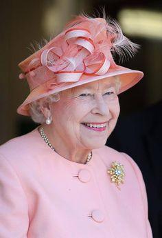 Queen Elizabeth....Uploaded By www.1stand2ndtimearound.etsy.com