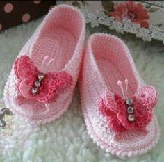 New Crochet Ideas For Kids Girls Baby Booties Ideas Crochet Baby Sandals, Knit Baby Booties, Booties Crochet, Baby Girl Crochet, Crochet Baby Clothes, Crochet Shoes, Crochet Slippers, Crochet For Kids, Crochet Crafts