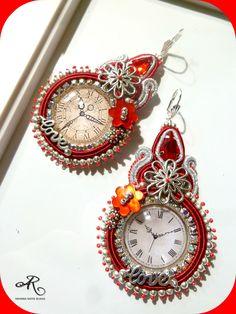 Orecchini soutache con cabochon con orologi realizzati da me, cristalli e componenti in metallo...