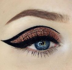 Loving graphic liner this season! What do you think? Loving this look by…