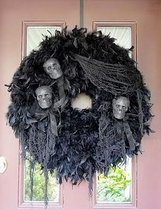 DIY Halloween : DIY  Spooky Halloween Wreath LOVE!