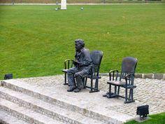 Gobbi Hilda színész szobra a Nemzeti Színház parkjában - Budapest (Gobbi Hilda actress statue in the park of the National Theatre)