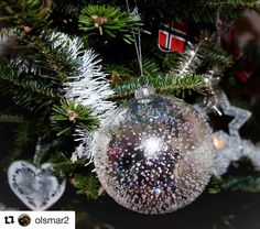 God jul alle sammen. #reiseblogger #reisetips #reiseliv  #Repost @olsmar2 with @repostapp  Merry Christmas/ God Jul !  #chritmas #christmastime #christmasdecor #christmastree #jul #julepynt #norway2day #norge #norway #igglobalwomenclub #bns_family #flowers_and_more15 #igscandinavia #ig_serenity #amateurs_shot #highlightsofnorway #ilovenorway #shotsofeurope