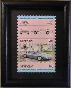 Diese 1971 Maserati Ghibli Coupe Auto Briefmarke Kunst ist handgefertigt von unserer Familie in Vancouver, Kanada. Seit 2001 haben wir machen und verkaufen unsere Kunst im Handwerksmessen.  Wir verwenden nur echte, Sammel Briefmarken. Jedes Stück ist etwa so groß wie Ihre Hand (3,6 x 2,8). Wir wählen aus Briefmarken weltweit und Handwerk Holz Rahmen in unserem Studio. Wir sind demütig, dass mehr als zehntausend Menschen an ihre Freunde und lieben unsere Kunst gegeben haben.  Vielen Dank für…