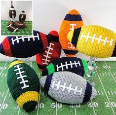 Football Crochet Pattern - Crochet Football Pillow Potholder and Plastic Bag Holder - Football Pillo Crochet Gratis, Crochet Toys, Free Crochet, Crochet Things, Irish Crochet, Amigurumi Patterns, Crochet Patterns, Crochet Ideas, Crochet Designs